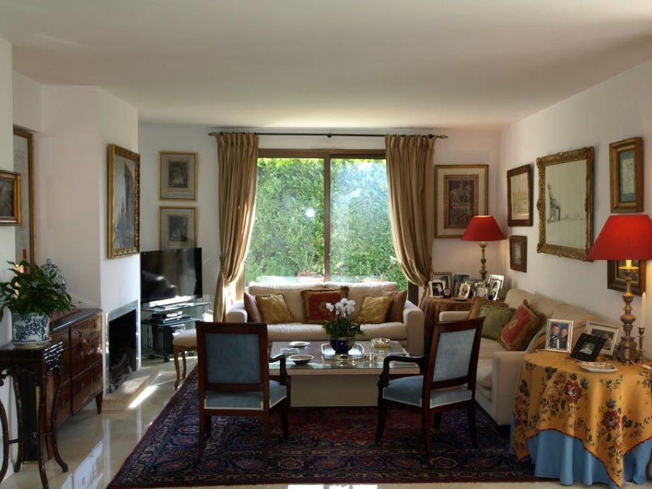 luxus villa andrea in exklusivster top lage frankreich. Black Bedroom Furniture Sets. Home Design Ideas