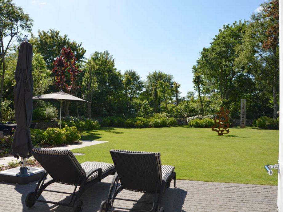 Terrasse mit großzügigem Garten