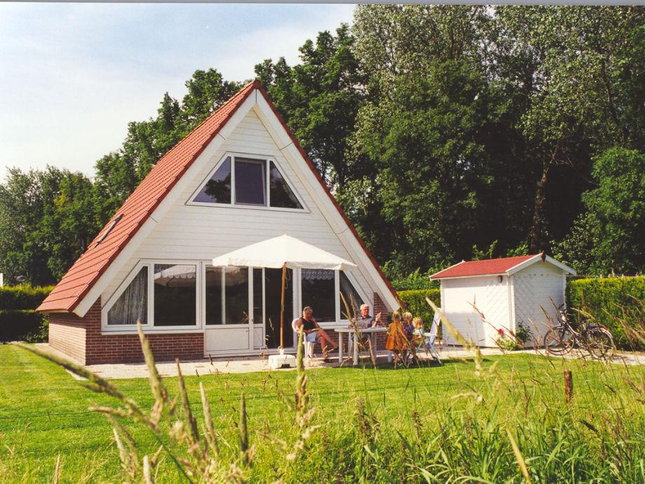 Das Ferienhaus hat eine Terrasse  zur Südseite