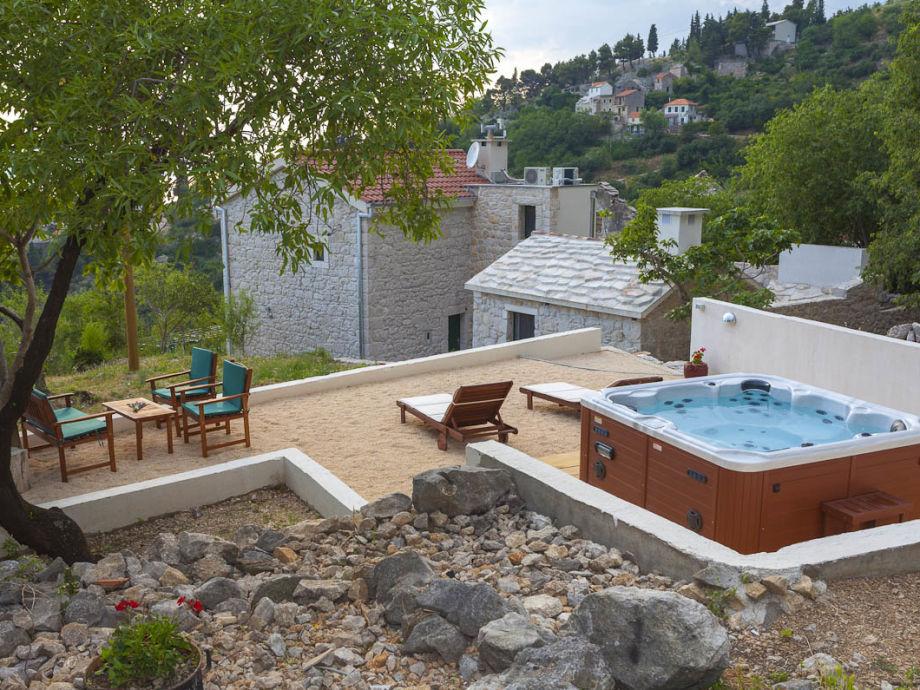 Terrasse mit Whirlpool
