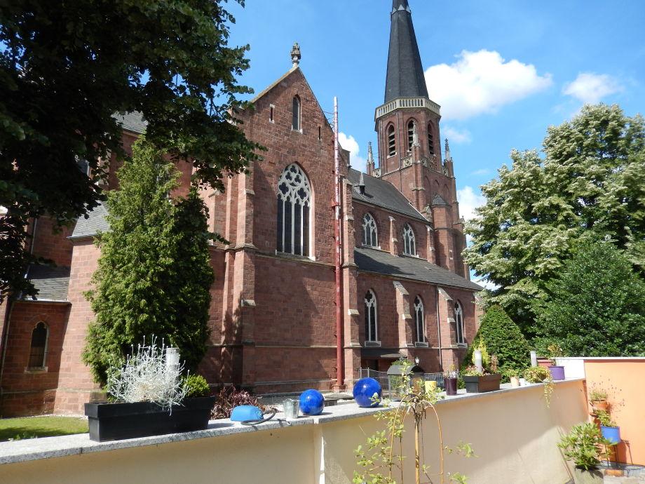 Kirche hinter dem Haus