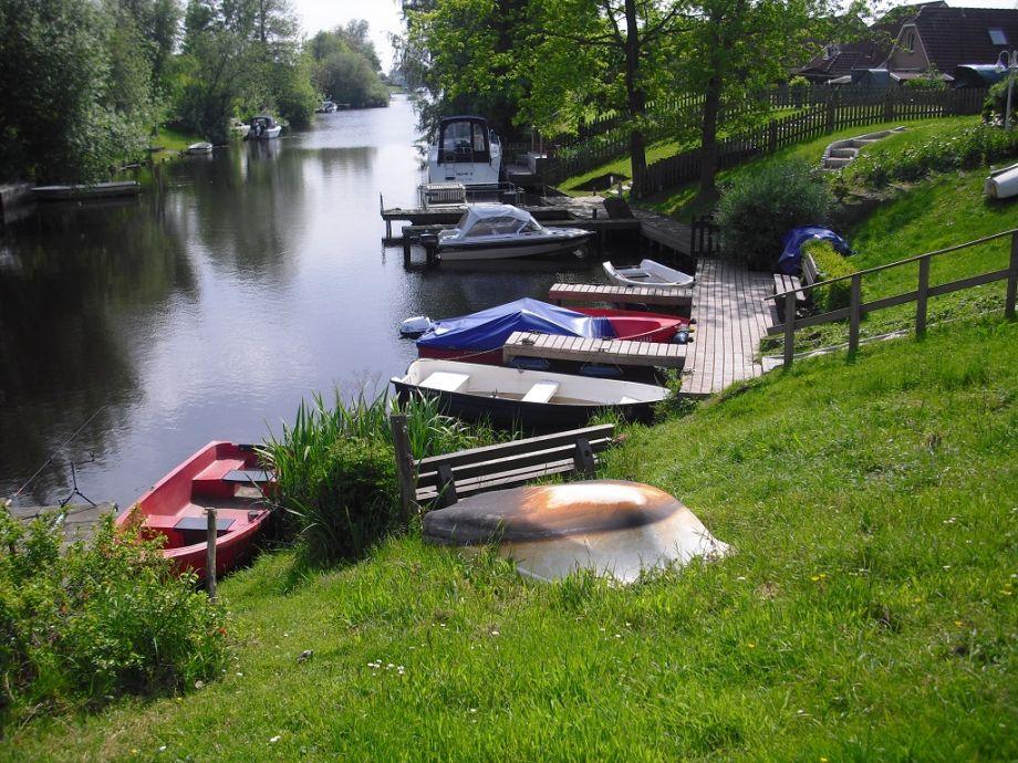 Der Bootsteeg mit Ruderboot zum Haus Sonnenschein