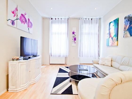 ferienwohnung gro zentral g nstig berlin mitte firma ferienwohnungen marquardt herr jens. Black Bedroom Furniture Sets. Home Design Ideas