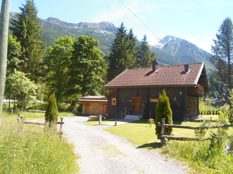 Einfahrt zur Jagdhütte