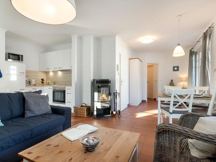 Das Wohnzimmer mit Kaminofen.