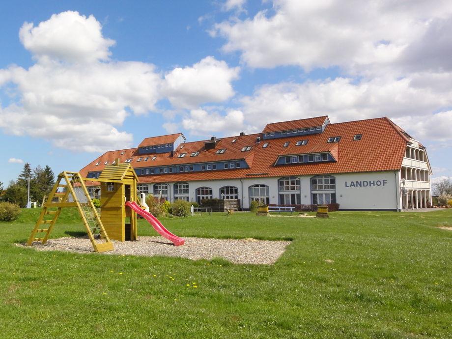 Landhof mit Spielplatz