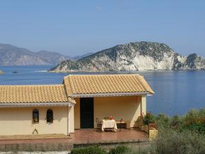 Ferienwohnung VILLA FLISVOS am Meer mit Schwimmbad