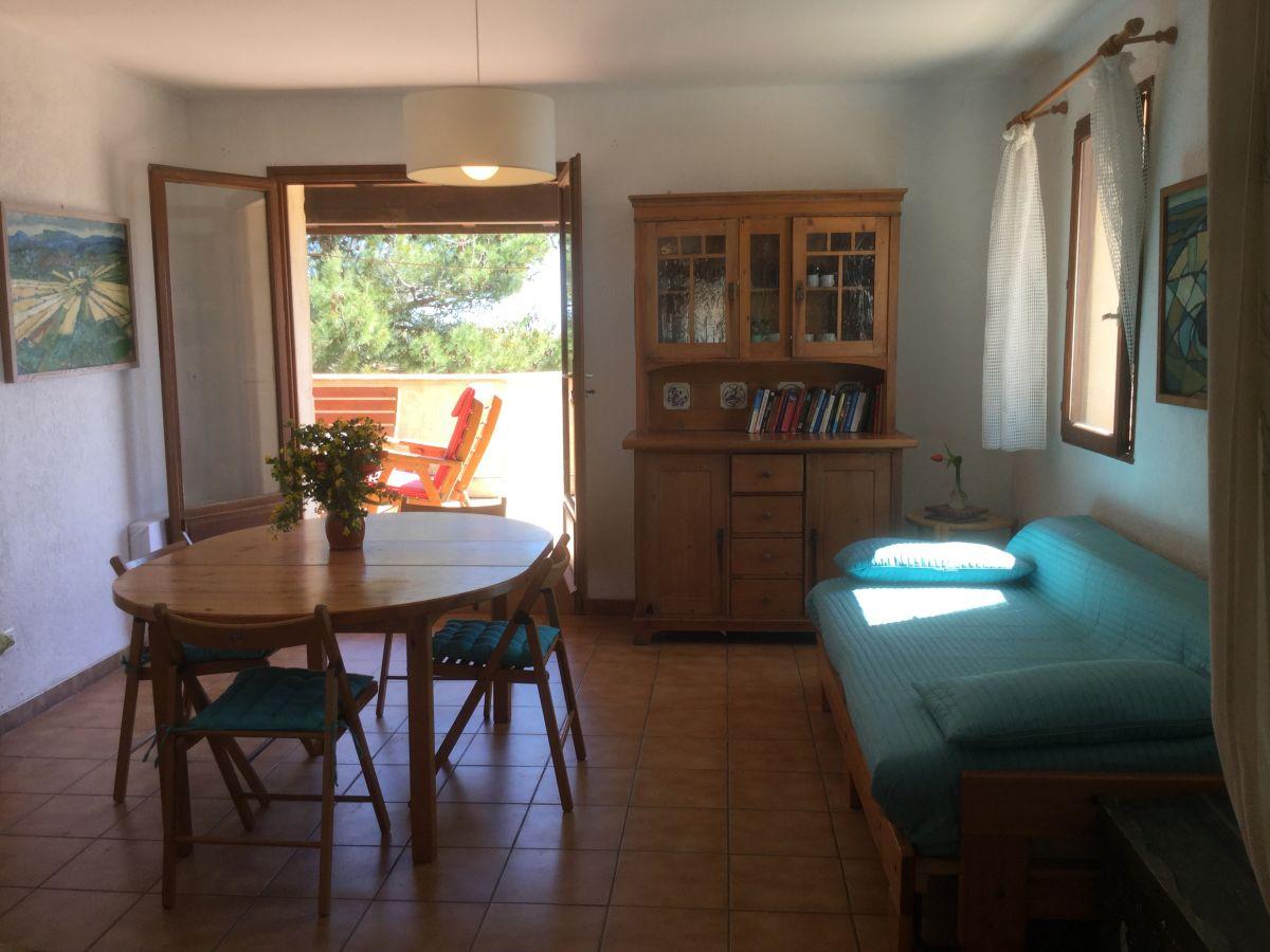 Ferienwohnung in der villa bleu languedoc roussillon frau dagmar meitzner - Wohnzimmer mit kamin ...