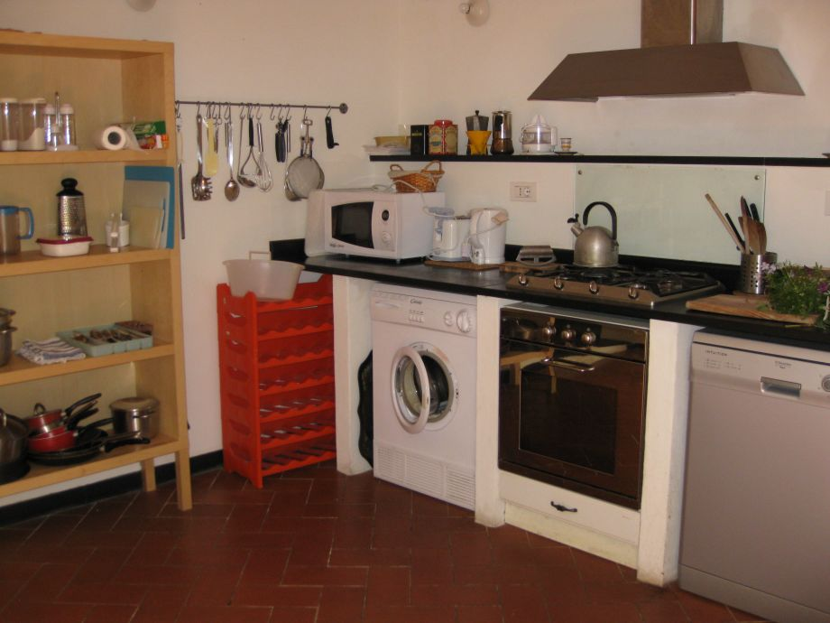 Holiday house casa bosco chiavari liguria italy cinque for Traditional kitchen appliances