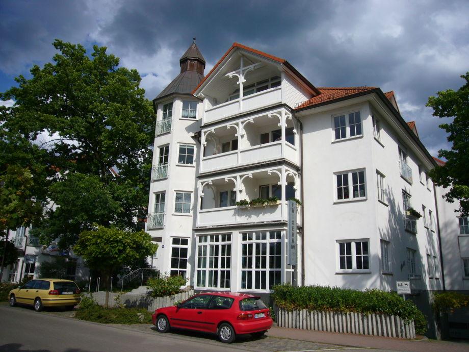 Frontansicht von Haus Granitz.