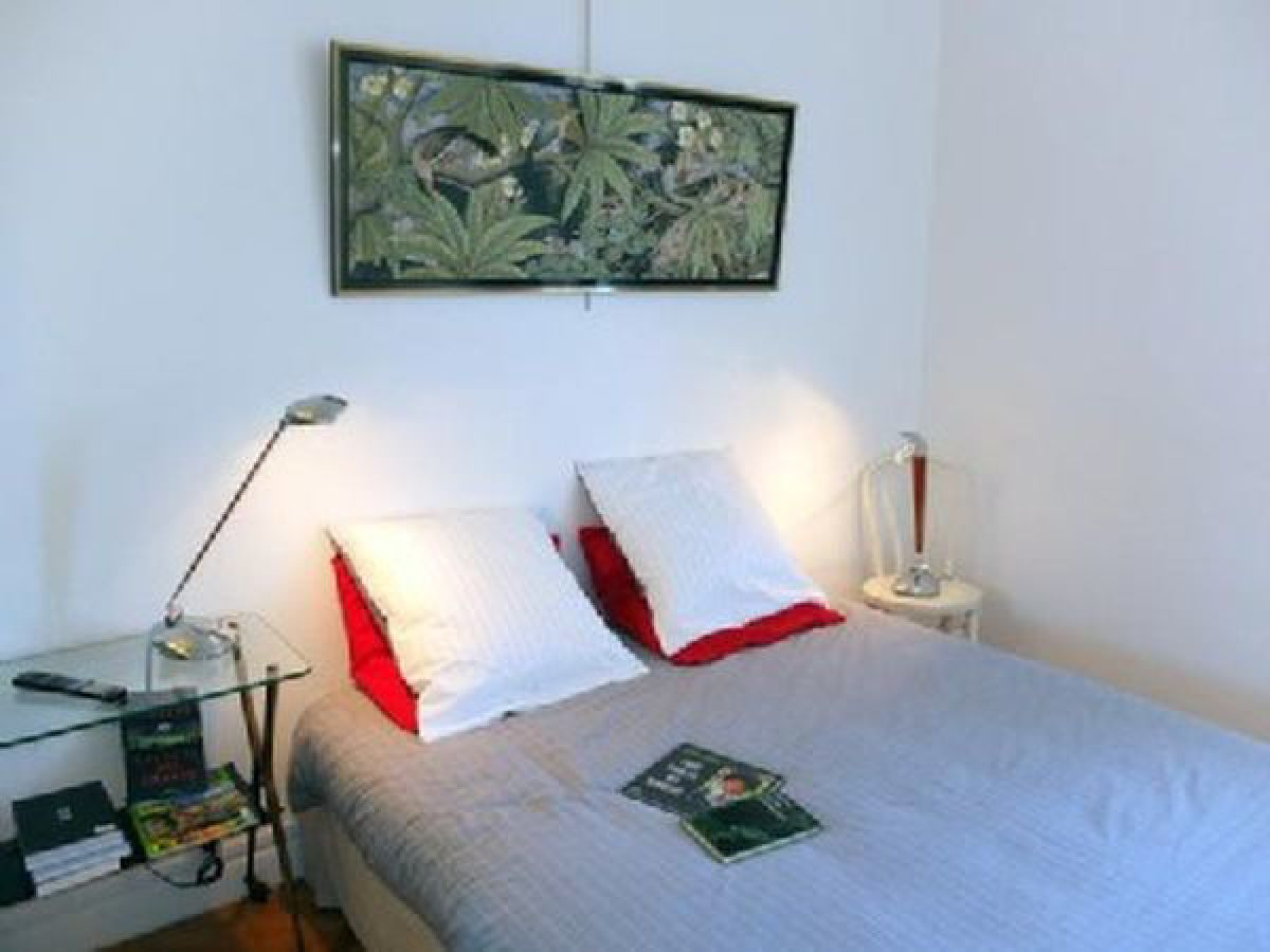 ferienwohnung r sidence palais c r s unweit strand u. Black Bedroom Furniture Sets. Home Design Ideas