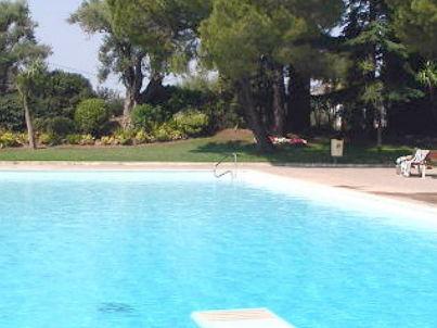 """Pool Résidence """"Le Mont Joyeux"""""""