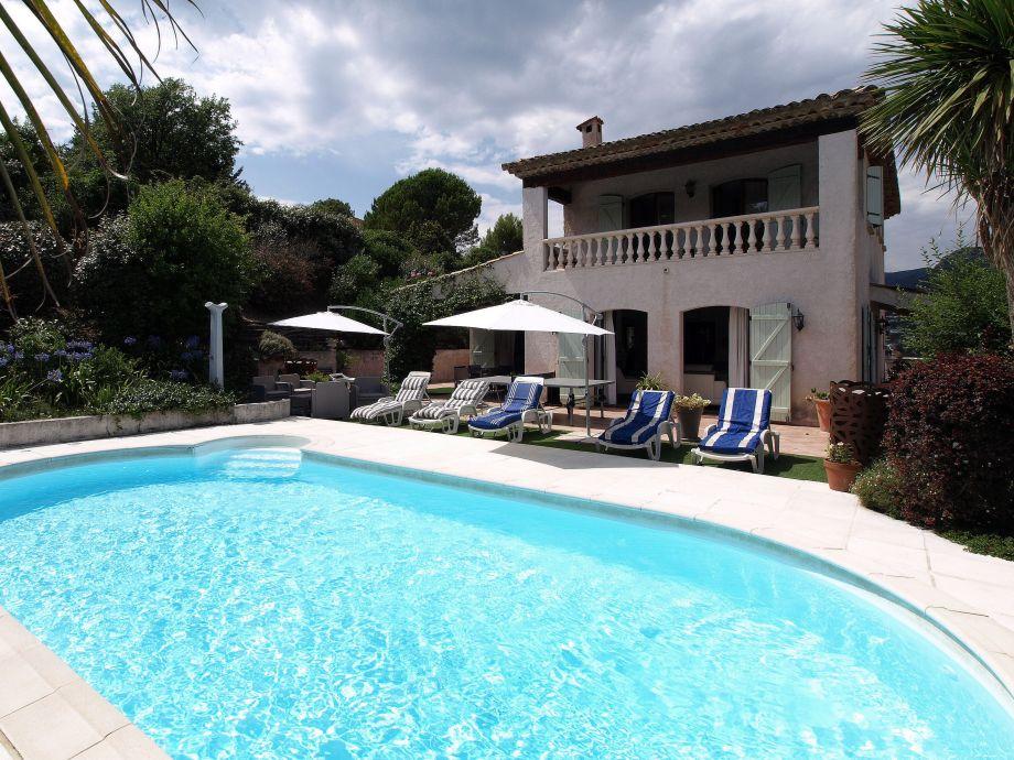 Außenaufnahme Provenzalische Pool Villa La Tour