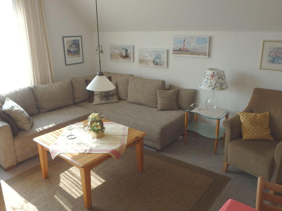 gemütliche Couchgarnitur im Wohnzimmer
