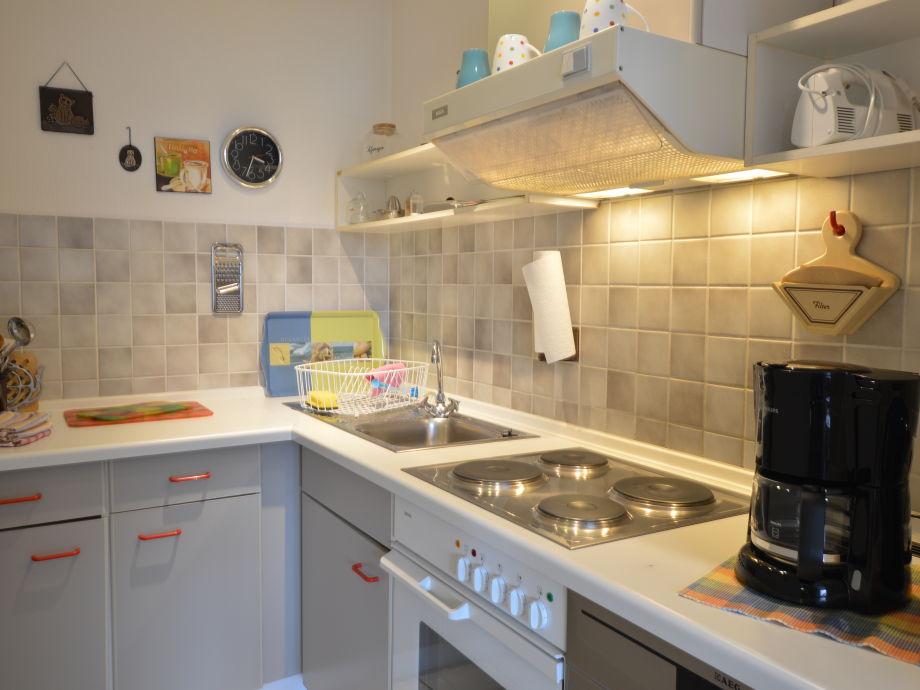 Küche mit Geschirrspüler, Pott und Pan