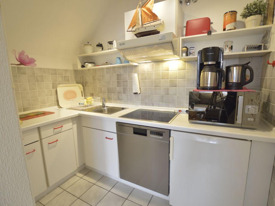 Küche Mit Geschirrspüler und Pott & Pan