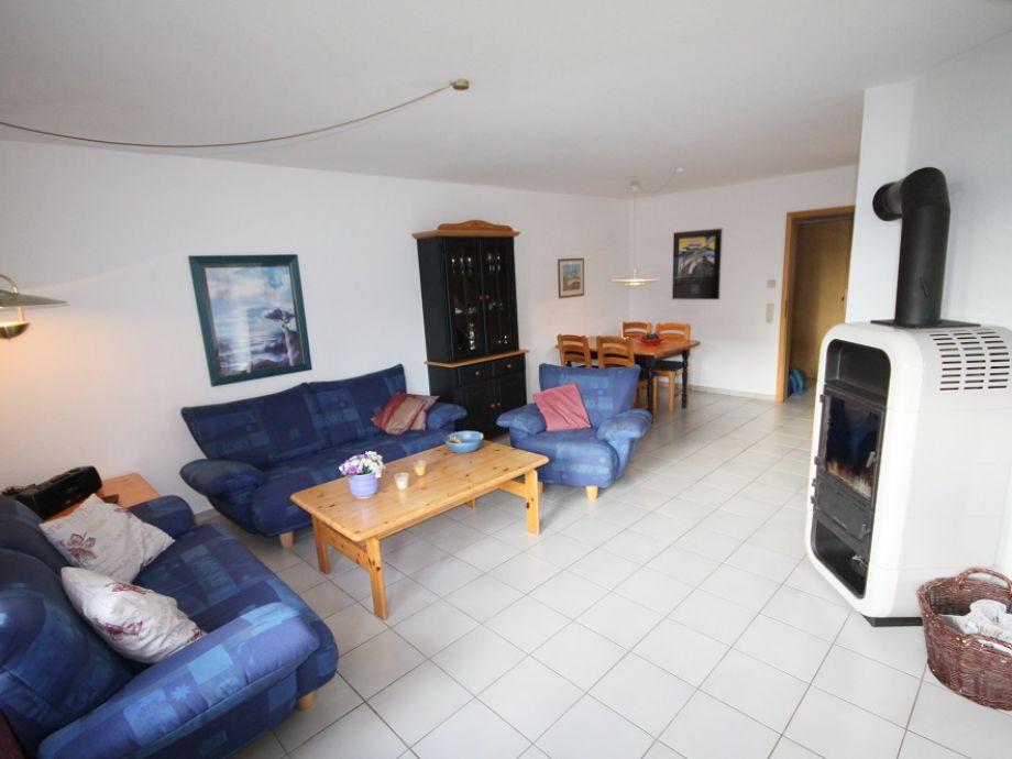 Wohnzimmer mit einem Kamin