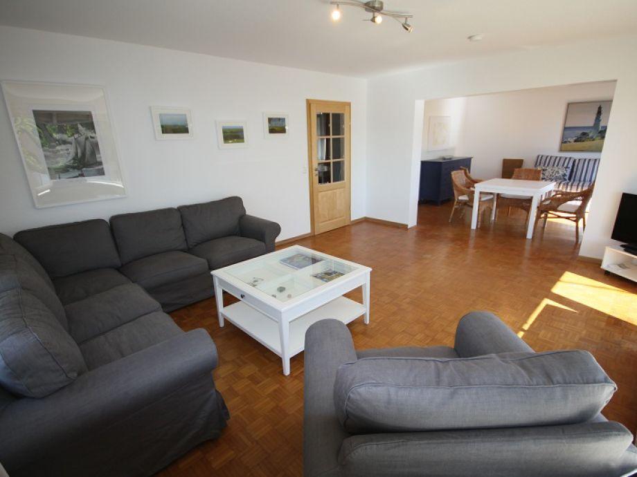 Wohnzimmer mit einer gemütlichen Sofaecke