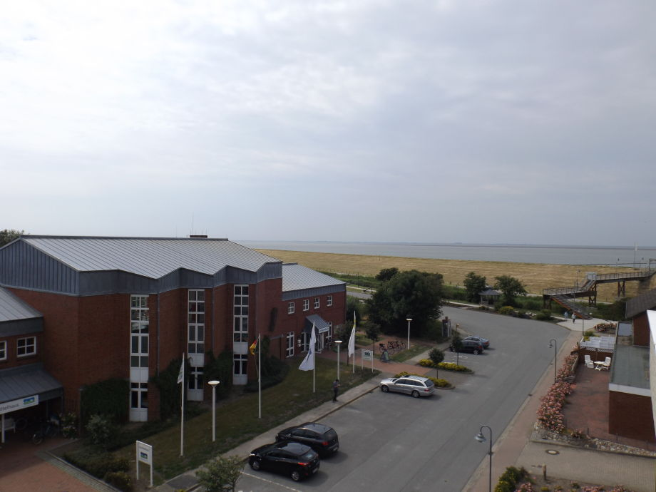 Blick aus dem Apartment zum Schwimmbad und Nordsee