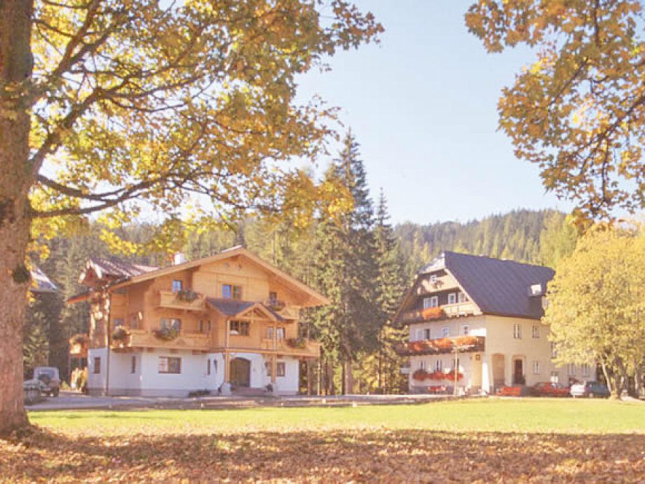 Landhaus Heimat (rechts) mit Holzhaus Heimat