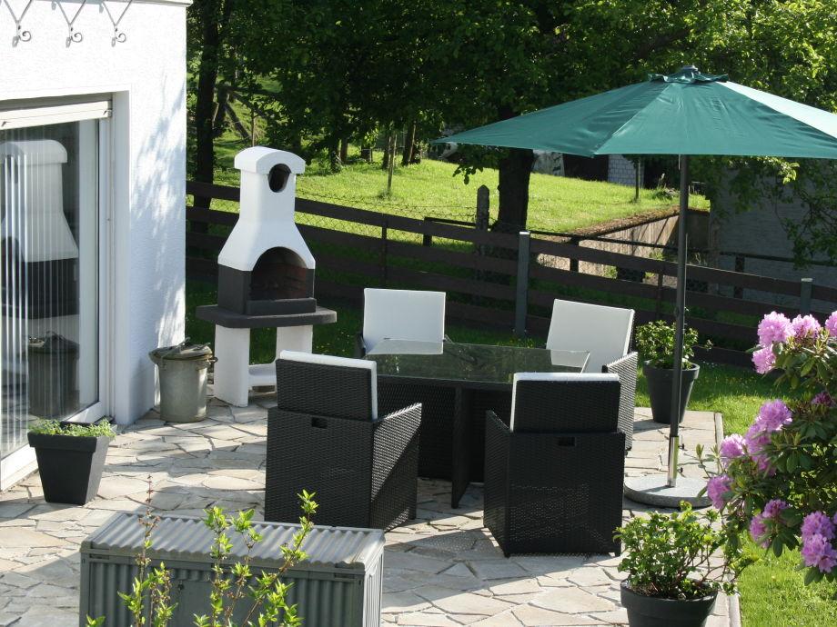 Terrasse der Ferienwohng, Poly-Rattan Möbel und Grill