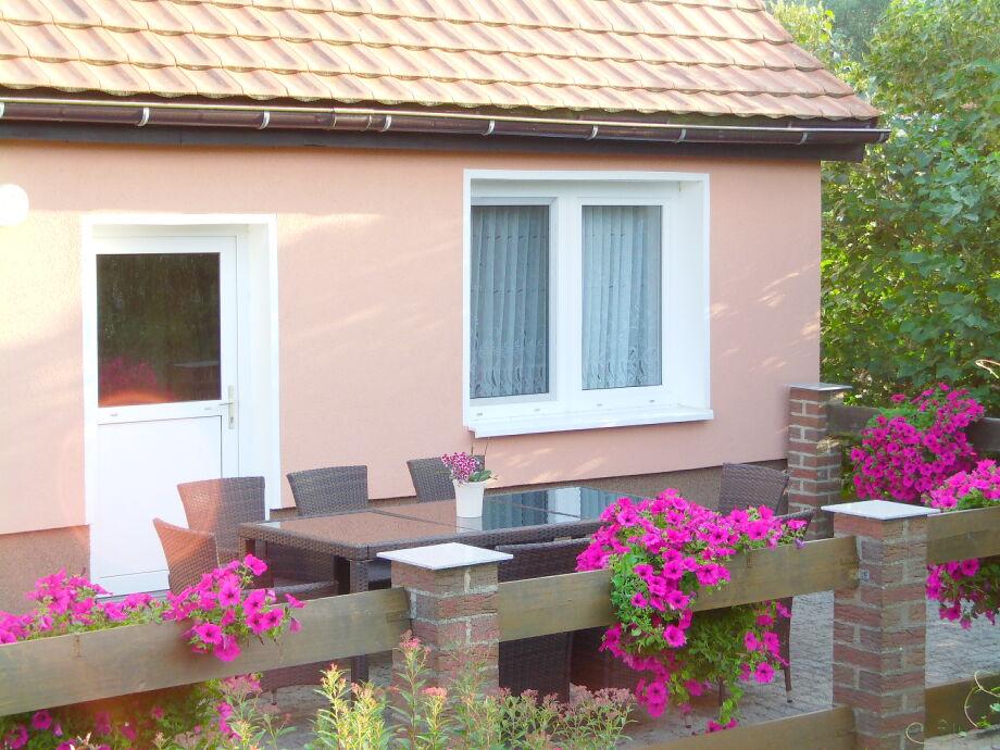Terrasse und Eingang