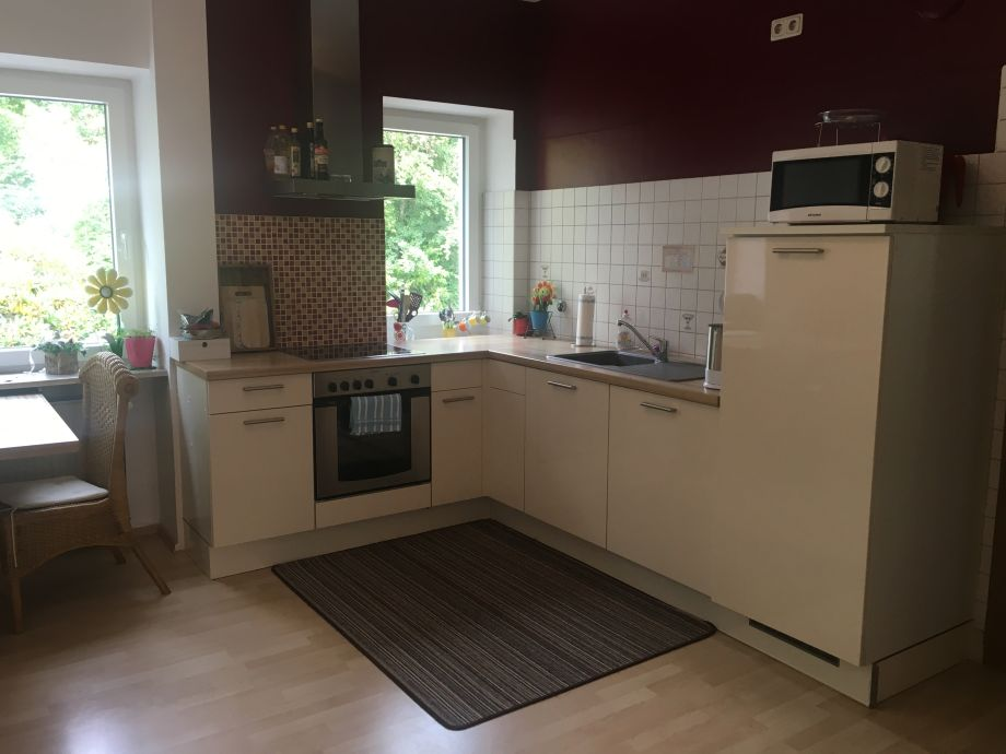 Die moderne Küche mit Spülmaschine und..