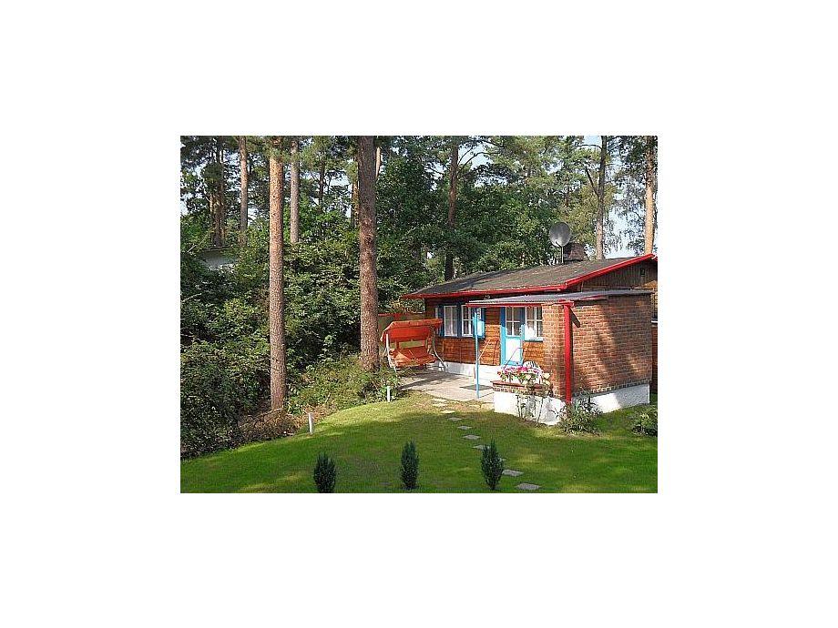 Außenaufnahme Farngrund mit Terrasse