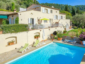 Villa with pool in the hinterland of Cannes