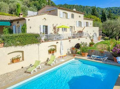 mit Pool im Hinterland von Cannes