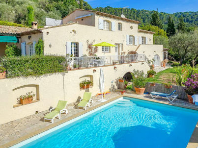 with pool in the hinterland of Cannes