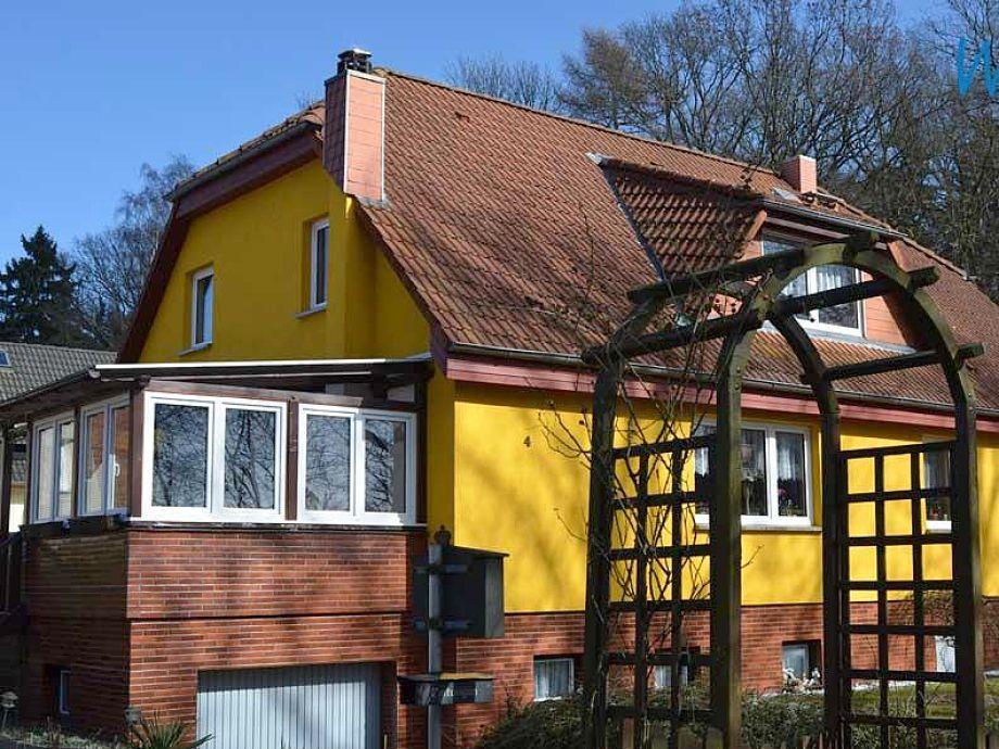 Das Haus mit frischem Anstrich