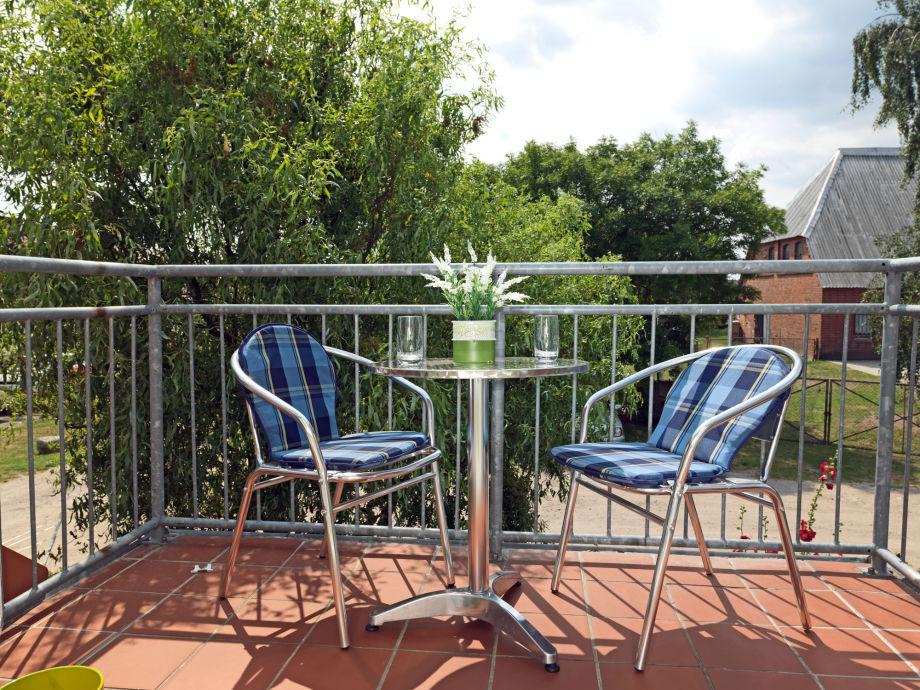 Genießen Sie die Poeler Sonne auf Ihrem gemütlichen Balkon in ruhiger,  zurückgezogener Lage.