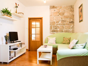 Holiday apartment Stone house in Omis Old Town