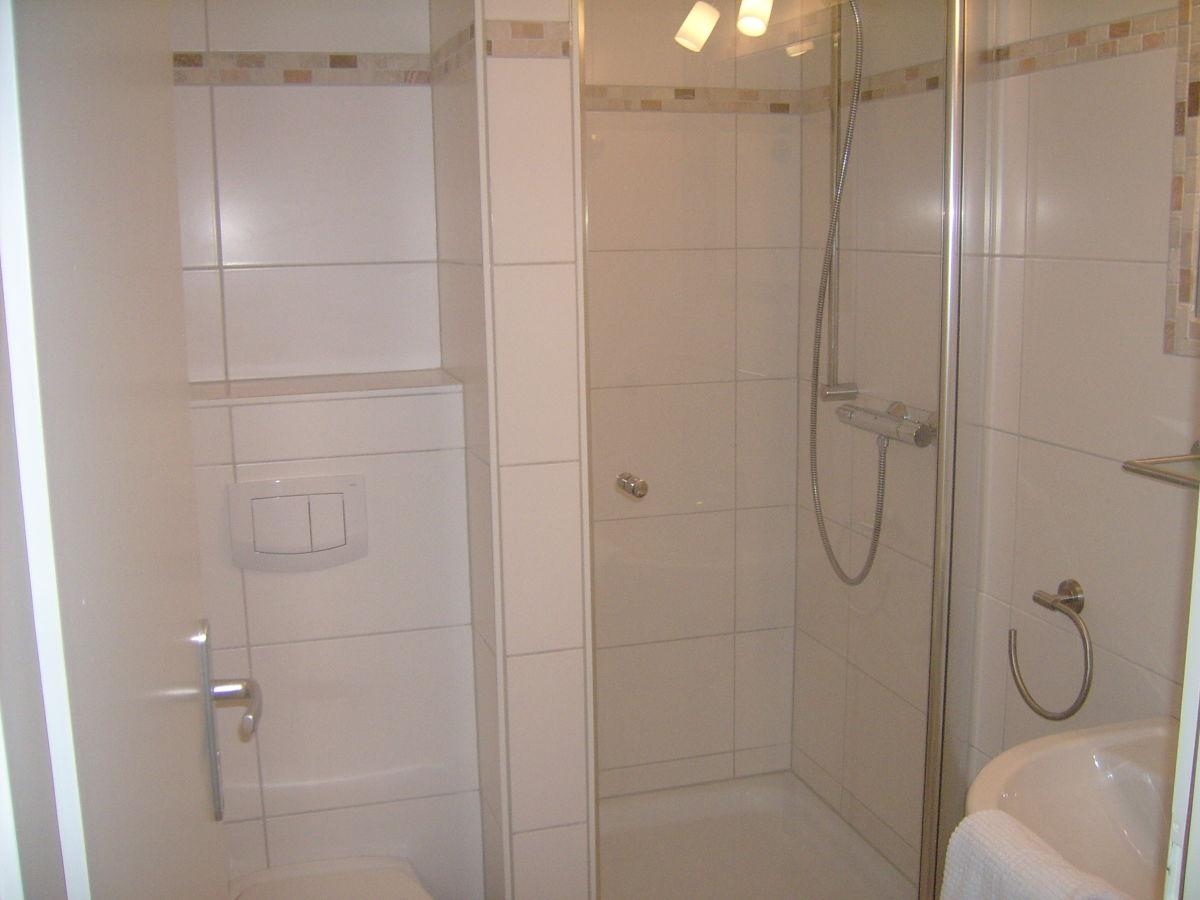 ferienhaus mit frisch renoviertem neuen bad wc nordsee nordfriesische inseln nordstrand. Black Bedroom Furniture Sets. Home Design Ideas