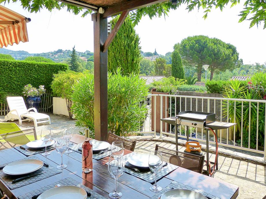 geschützte Terrasse, Blick ins Grüne, Plancha-Grill