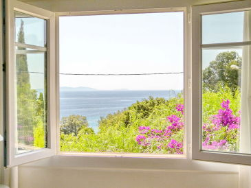 Holiday house with sea view above the beach in Le Rayol-Canadel