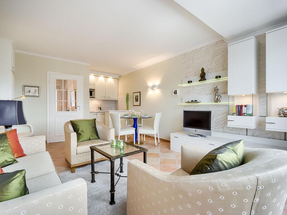 Wohn-/ Essbereich mit Küche