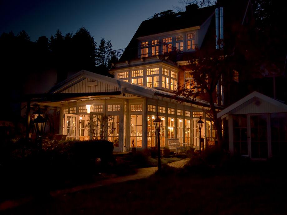 Die Villa Martha bei Nacht