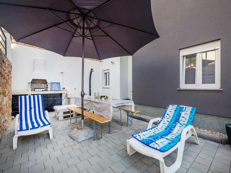 Terrasse mit Strandliegen