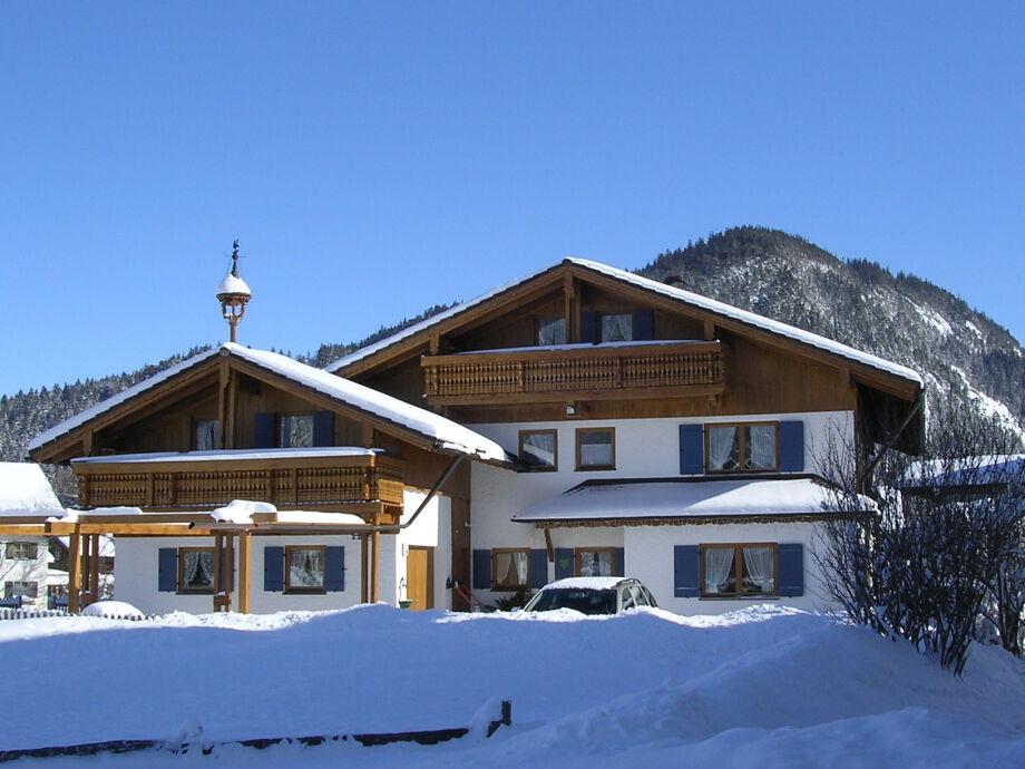 Haus Enzian im Winter