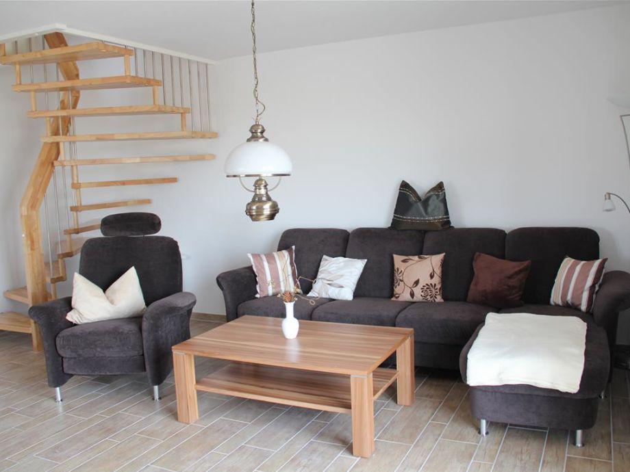Das bequeme Wohnzimmer mit Sofa