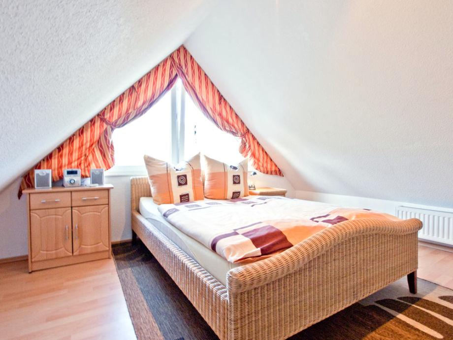 Dusche Unter Dem Dach : Behagliches Schlafzimmer unter dem Dach Tageslicht-Bad mit Dusche