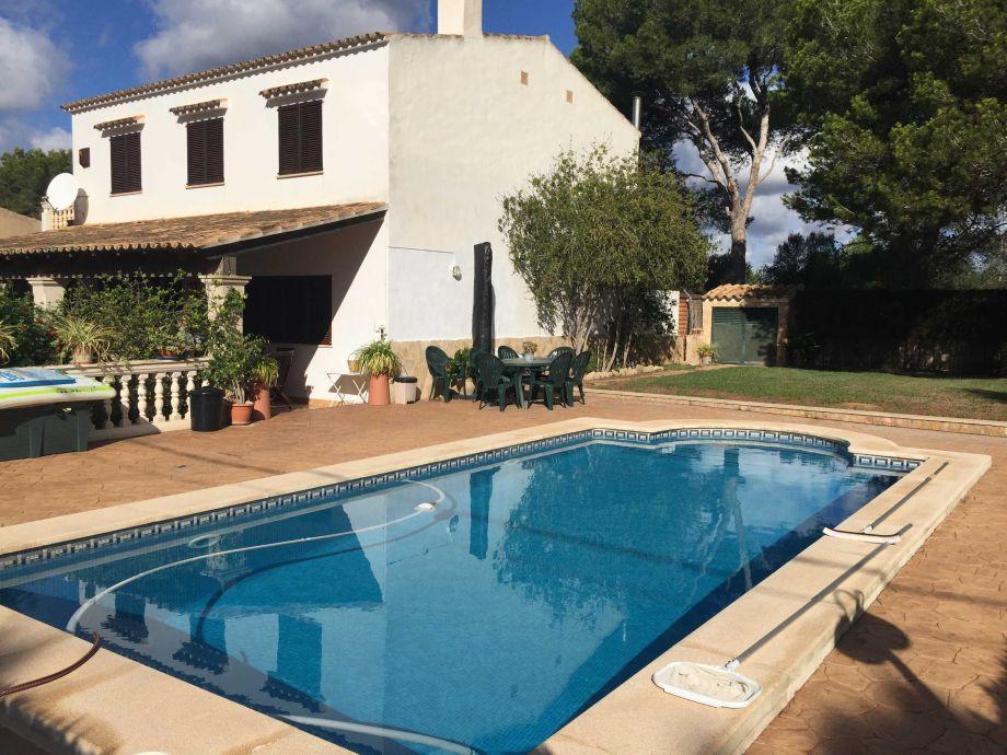 Außenaufnahme Garten-Pool-Villa, 300 m v. Meer