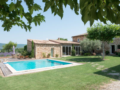 mit Pool in der Provence bei Roussillon
