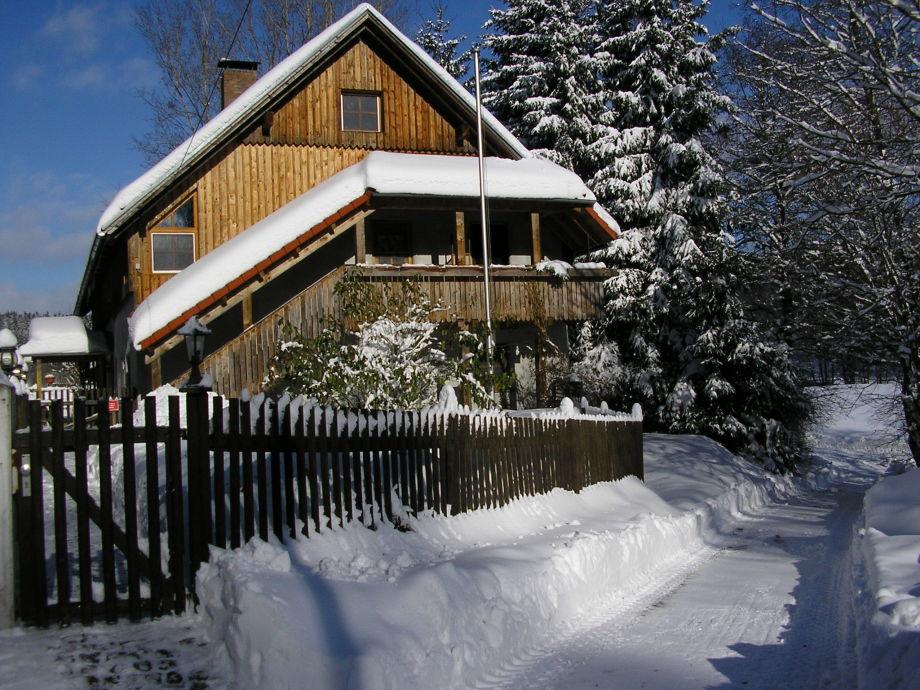 Ferienwohnung und Garten im Winter