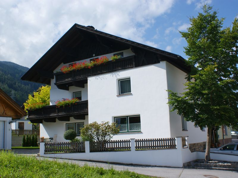 """Holiday apartment """"Beim Mesmer"""" Fam. Friedrich and Anni Angerer"""