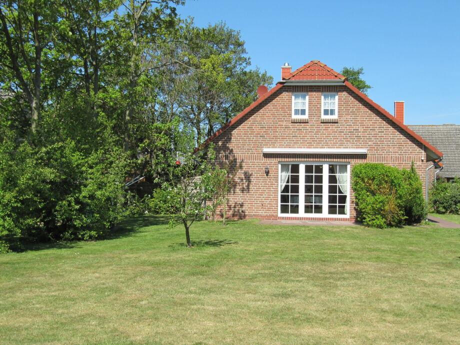 Terrasse mit Markise, sowie Eingang zur Wohnung