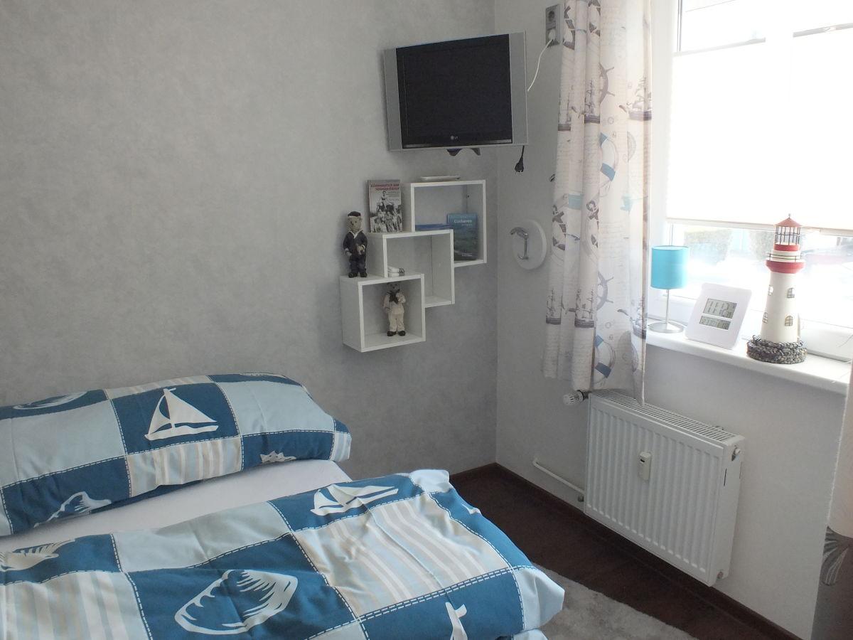 tv im schlafzimmer bungalow schiffers hus l becker bucht sierksdorf ostsee ferienwohnung gr. Black Bedroom Furniture Sets. Home Design Ideas