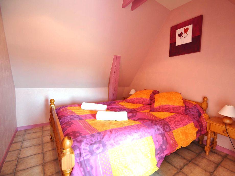Ein großes, kuscheliges Doppelbett